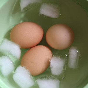 Best Way to Cool Boiled Eggs