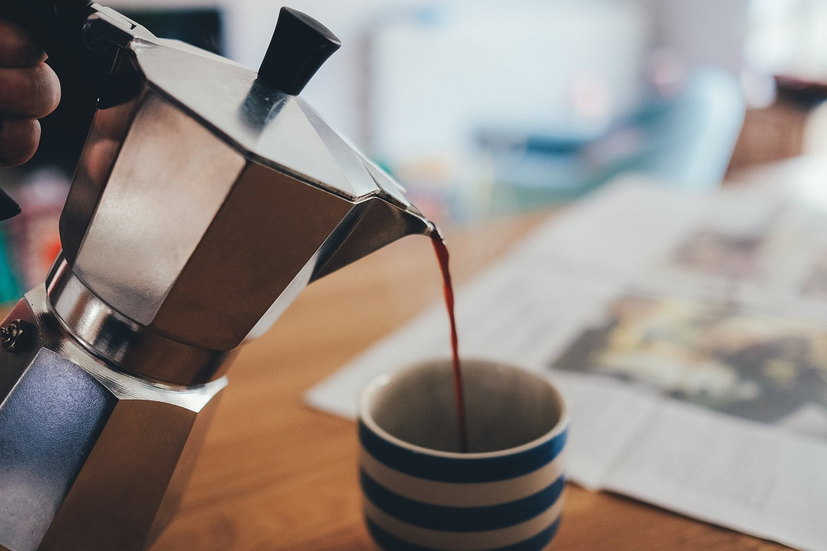 Guide to Reheating Coffee Properly (Can You Use a Microwave/Stovetop)?