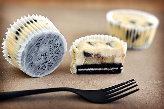 Oreo Cheesecake Muffins