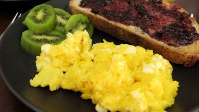 How to Reheat Scrambled Eggs – Look at the Quick and Easy Options
