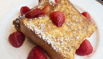 How to Reheat French Toast So It's Super Delicious Again