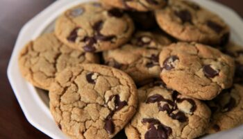 How to Reheat Chocolate Chip Cookies