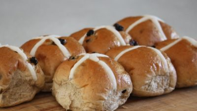 How to Reheat Hot Cross Buns – We Will Show You How!