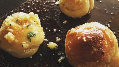 How to Reheat Garlic Knots