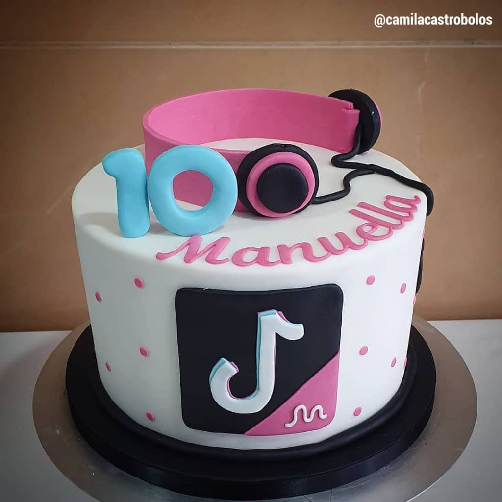 13 Cute Tik Tok Cake Ideas (Some Are Absolutely Beautiful