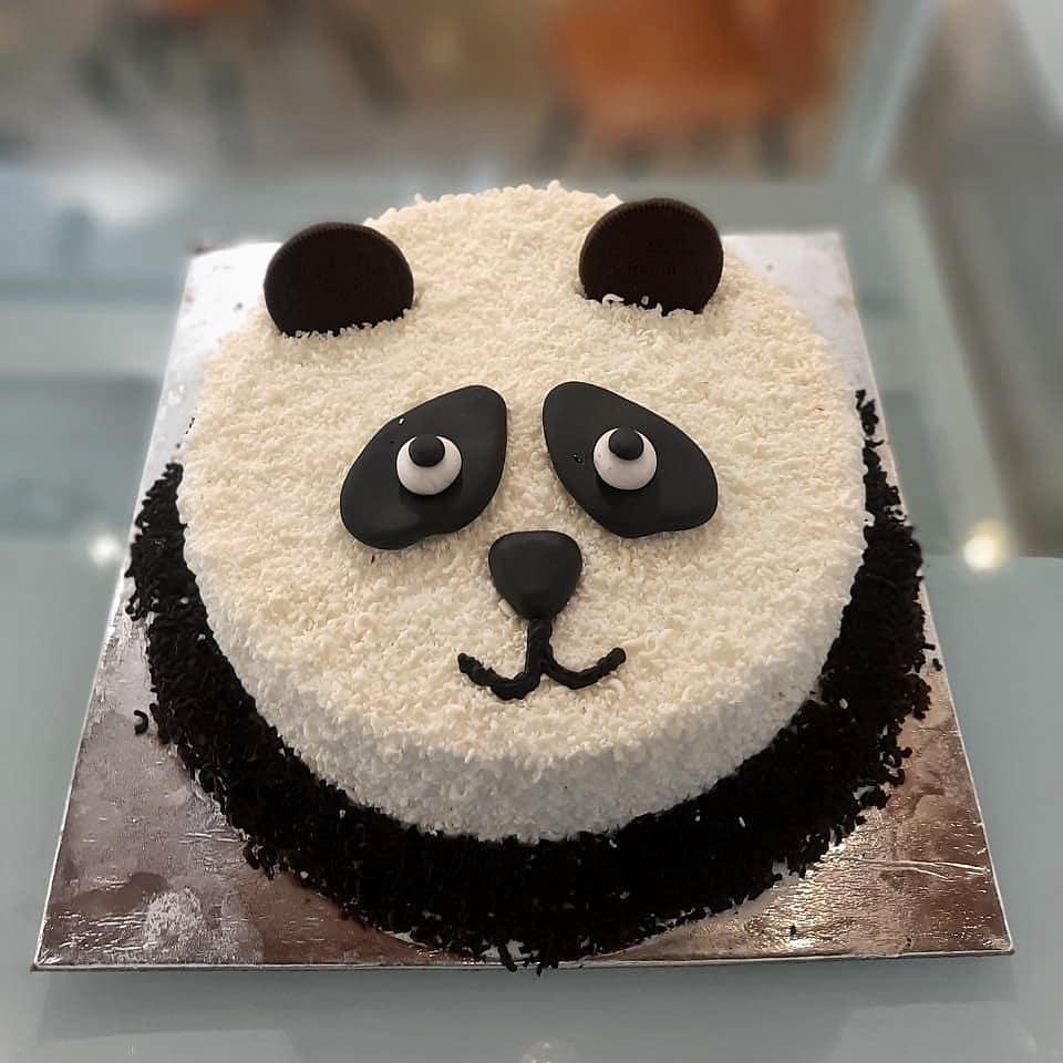 Large faced panda cake