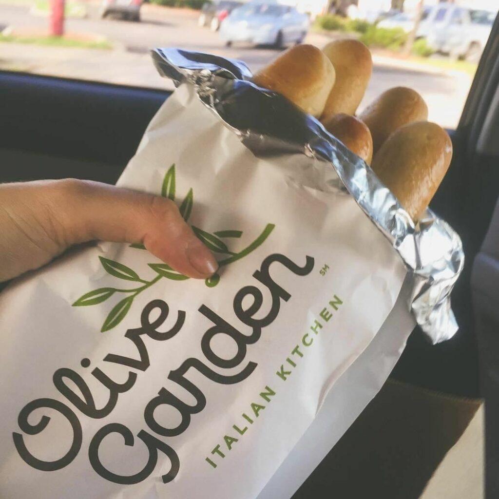 Best Way to Reheat Olive Garden Breadsticks