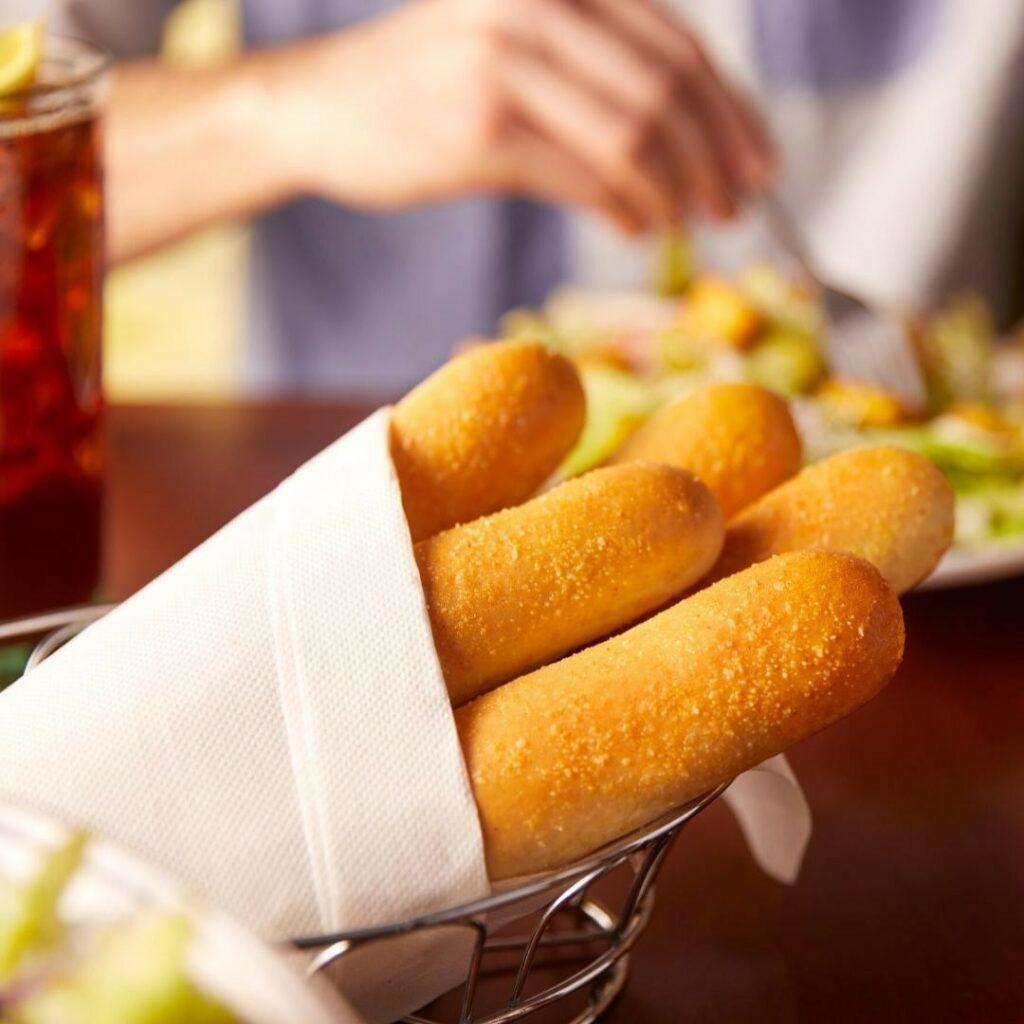 How to Reheat Olive Garden Breadsticks